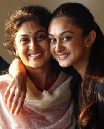mom daughter images