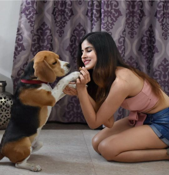 Sakshi malik model with her pet dog
