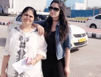 Sidhika Sharma with her Mother